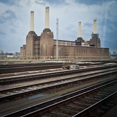 Where's the flying pig? (81joe81) Tags: london animals pinkfloyd battersea pigsonthewing