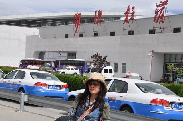 Tb jun17-2010 Lhasa airport