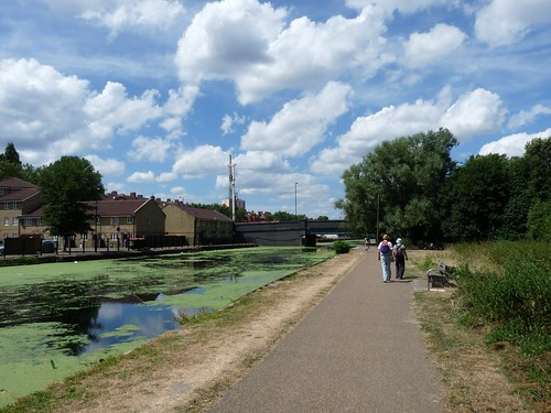 River Lea Vale 2010-07-11 by LoopZilla