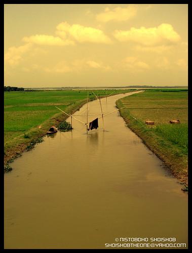 গায়ের পাশে ছোট্ট নদী...