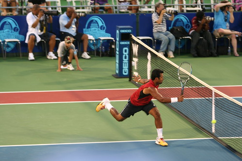 Leander Paes clearly misses