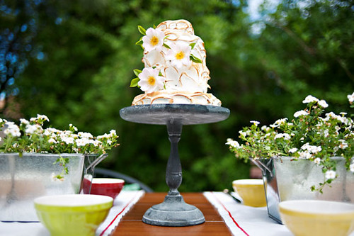 unique-wedding-cake-with-flowers-12