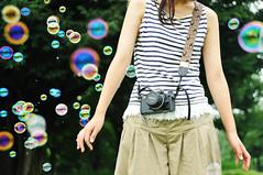 [フリー画像] 人物, 人と風景, しゃぼん玉・シャボン玉, 201008040500