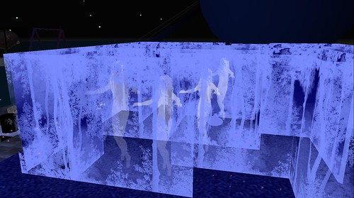 UWA Alizarin Goldflake art maze