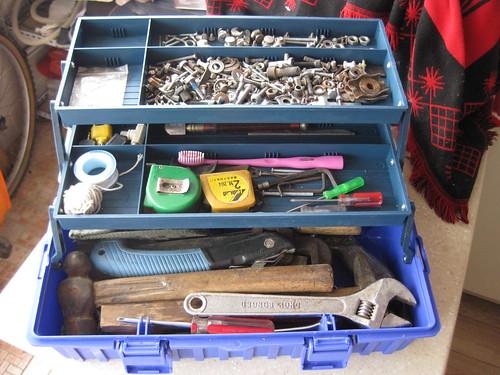装满东西的新工具箱
