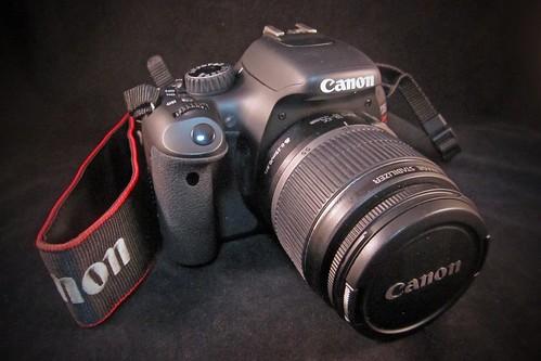 """""""Canon EOS Kiss X4""""軽くて持ちやすくてびっくり!使うのが楽しみ楽しみ。"""