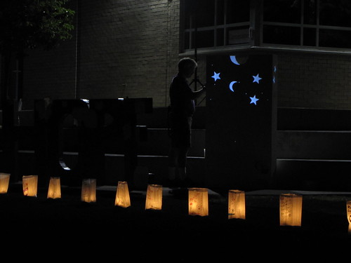 Siging the Luminaria