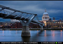 MILLENNIUM BRIDGE AND ST. PAULS CATHEDRAL (Miguel_CD) Tags: london thames stpaul millenniumbridge normanfoster londres tmesis