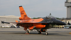 RNLAF demo team F-16A (J Saari) Tags: aviation military aeroplane airshow f16 airforce demoteam generaldynamics f16a rnlaf a700 pirkkala j015 eftp tias2010