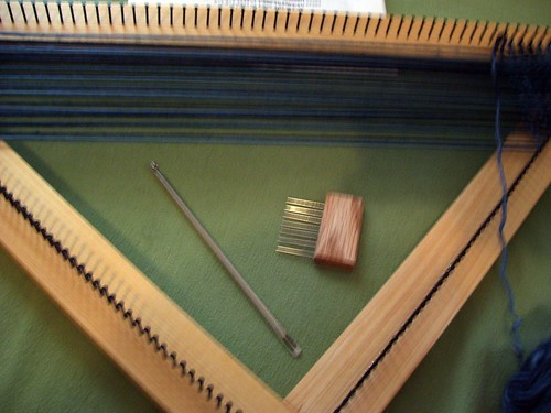 Triangle loom