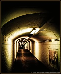 Tunel (just what you see) Tags: roof light luz dark lightbulbs tunnel tiles walkway posters maze walls lightning runner tunel paredes corredor techo cartel azulejos oscuro laberinto pasadizo focos relampagos