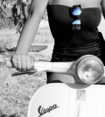 Vespa (immetta) Tags: pink red portrait roma pool fashion set donna strada italia mare vespa foto blu moda rosa mani piscina occhi sguardo campagna capitale sole simona rosso bianco ritratto nero amore viaggio calabria luce corpo soverato piaggio papaveri occhiali passione dettaglio volto ritrattidalmondo