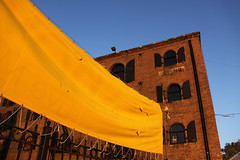 Yellow Banner at Sunset, Red Hook - Brooklyn (ChrisGoldNY) Tags: city nyc newyorkcity sunset summer urban usa newyork yellow brooklyn america forsale albumcover gothamist bookcover banners redhook magichour curbed brownstoner creativecommonscentral chrisgoldny chrisgoldberg chrisgold chrisgoldphoto chrisgoldphotos