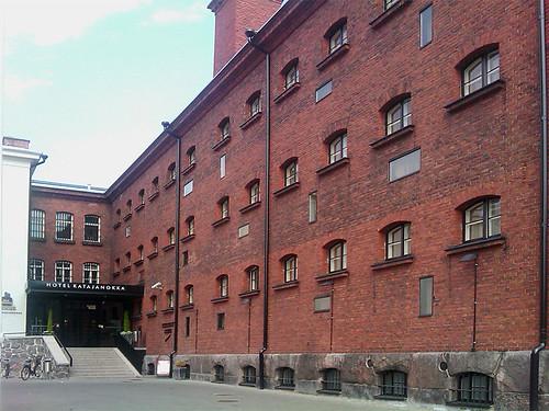 La entrada principal del hotel Katajanokka en Helsinki