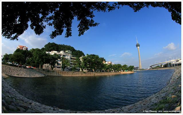 西灣湖旁看旅遊塔