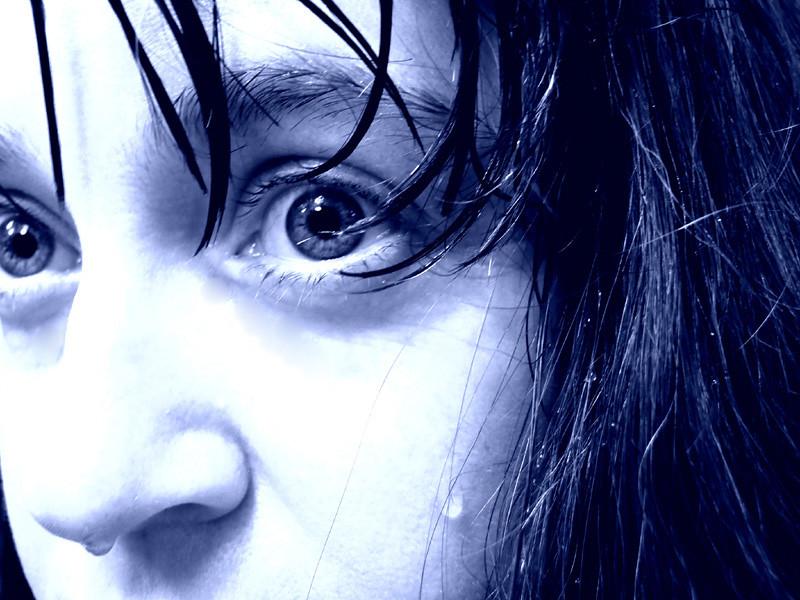 2010 607 Blue eyes crying