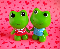 Valentine Froggies (tomo_moko) Tags: pink red cute hearts day d valentine frog kawaii frogs valentines froggies haveitoadyoulatelyiloveyou