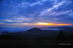 Hutaginjang -DSC_0050 (Johnny Siahaan) Tags: sunset mountains misty clouds sunrise indonesia gunung batak toba laketoba sumatera huta danautoba sumaterautara tobalake matahariterbit tapanuliutara hutaginjang taput johnnysiahaan mataharipagi fotodanautoba fotohutaginjang