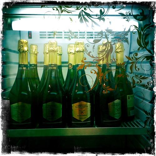 Champagne, nom!