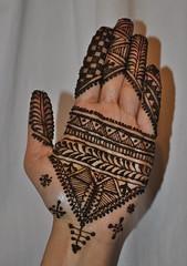 Moroccan 'on the fly' work. (?) (Henna Craze) Tags: wedding bride hands artist unitedstates michigan indian arabic ypsilanti shaadi bridal henna craze mehndi moroccan metrodetroit mhendi sumeyya hennacraze