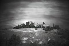 Senza titolo (Enzo Ghignoni) Tags: casa alberi collina cipressi