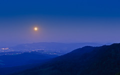 Full moon rising (Thomas Barothy) Tags: moon schweiz switzerland full vollmond hochwacht albis