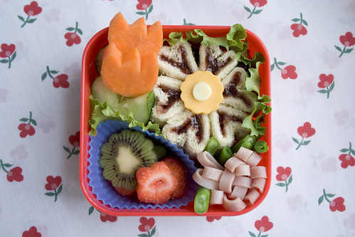Jelly flower bento - parenting.com