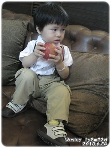 100624-蘋果咬一口-1