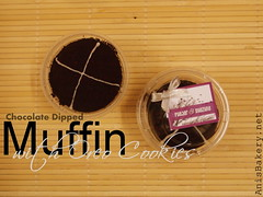 chocolate dipped muffin with oreo (AnisBakery.net) Tags: oreo muffin chocolatedipped weddinggift chocolatechip doorgift tempahan