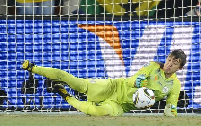 Fernando Muslera ataja Penal Uruguay Ghana