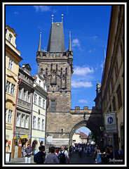 Torre en el barrio de Mala Strana (Praga)/ Tower at Mala Strana Neighborhood (Prague) (isiltasuna) Tags: bridge tower puente town torre prague carlos praga mala karlov strana