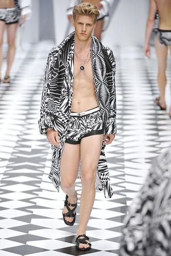 SS11_Milan_Versace0052_Daniel Lonnstrom(VOGUEcom)