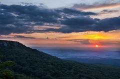 Mt Magazine Sunset (musubk) Tags: trees sunset sky cloud sun mountain paris clouds magazine mt havana mount arkansas magazinemountain mountmagazine mtmagazine parisarkansas parisar