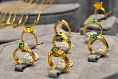 Emeralds - Esmeraldas (CAUT) Tags: camera digital gold store reflex nikon colombia bogota bogot july jewelry ring rings julio mineral digitalcamera dslr jewel joyeria anillos 2010 oro anillo joya cmara rflex jewelrystore d90 almacn cmaradigital joyera piedraspreciosas bogotadc nikond90 joyerajorgealivano jorgealivano