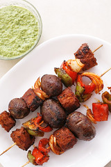 Peruvian Seitan and Potato Skewers ( Seitan Anticuchos ) (wishmewell95) Tags: food outdoors vegan healthy bbq potato vegetarian onion seitan bellpepper skewers kebabs purplepotato terryhoperomero vivavegan sogoodsogreen