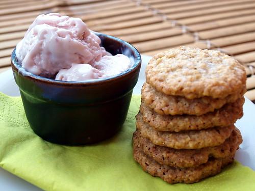 Himbeer-Joghurt-Eis und Hafertaler