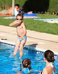 Salto (danimarlo) Tags: family summer familia canon spain agua piscina verano salto malaga calor