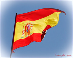 Yo soy de La Roja (MJ.HUELVA) Tags: red espaa yellow canon eos football spain rojo flag champion amarillo bandera jos mara amarilla ftbol roja aquino campeones 500d campen banderaespaola laroja mjhuelva mariajoseaquino yosoydelaroja