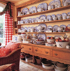 keeping room-Carol Glasser-magazine scan (kizilod2) Tags: china blue design designer interior livingroom decorating pottery buffet hutch decor keepingroom familyroom transferware welshdresser carolglasser