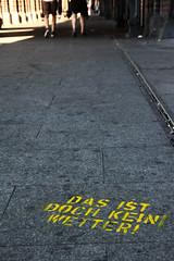 Das ist doch kein Wetter! (redbanshee) Tags: street streetart berlin art yellow germany photography graffiti photo stencil foto floor image pavement picture pic dani tags giallo fotografia murales germania pavimento immagine berlino murale oberbaumbruecke trashbit redbanshee dasistdochkeinwetter redbanhsee