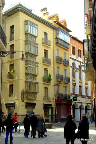 Edificios de viviendas en la confluencia de la calle Zapatería con la calle Pozoblanco
