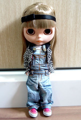 015/365 - Frias! (Bruna Lacrout ) Tags: pink blue bigeyes doll alice rosa jeans vans blythe bangs custom browneyes overall xadrez poupe cuthair rbl sardas takaratomy macaco primadolly ixtee ttya winsomewillow pdww