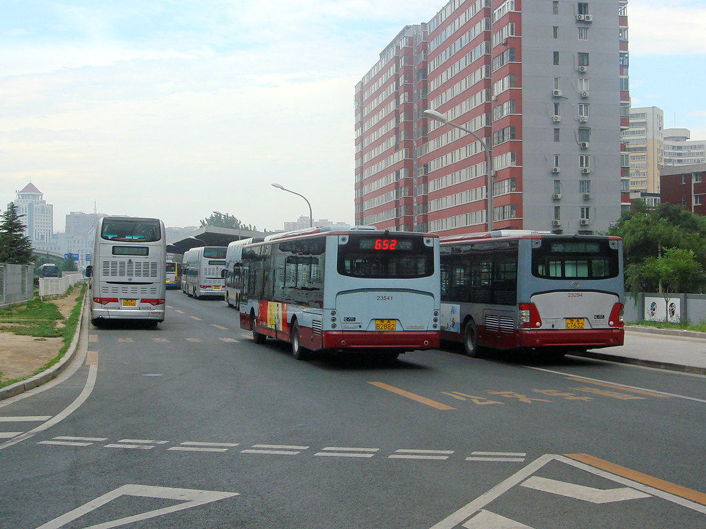 [Buses in Beijing]?????? Youngman Neoplan JNP6120G-1 (1st batch, 2nd batch) ?????? BPT #23541 #23294 Rear-left at Beijing South Railway Station South Square