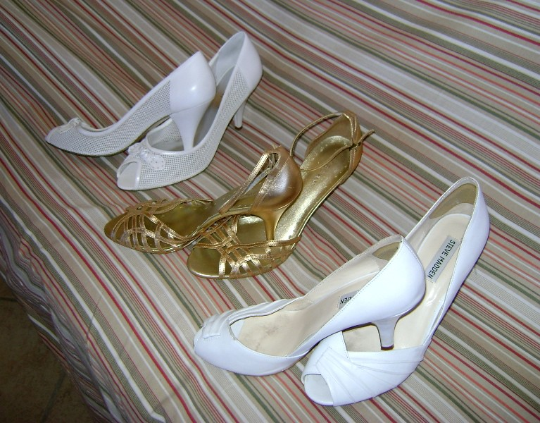 GORGEOUS ALMOST NEW CONDITION 5 PAIRS OF WOMEN SHOES - SIZES 9 AND 9 1/2 - $35