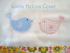 Detalhe (Lucia Helena Cesar) Tags: baby rose handmade embroidery rosa cruz bebe toalha menina ponto manta pompom riscos moldes aplique aplicao paninhos flanela enxoval patchcolagem