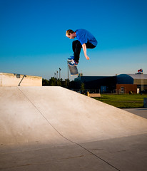 Trudeau, backside bigspin (Anthony Armstrong) Tags: blue ontario canada skatepark skateboard trick saultstemarie d300 sb800 steeze miketrudeau nostrobistinfo removedfromstrobistpool seerule2 yopce yopcecom