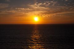Puesta de Sol (Naroh) Tags: sunset sol mar galicia castro cielo reflejo puestadesol puesta baroa