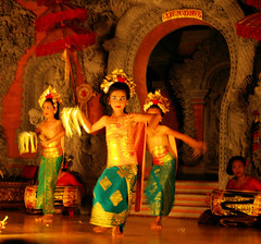 Pint Sized Legong Dancers in Ubud (cwgoodroe) Tags: bali chicken blanco birds museum indonesia dancers rice feathers statues peacock carvings patties ubud legong paddies padies