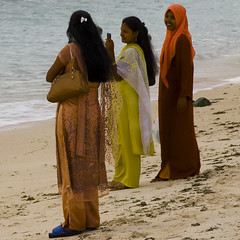 saris (ixos) Tags: voyage travel colors square nikon women couleurs mauritius flicenflac femmes carr saris lemaurice tropiques ixos mascareignes