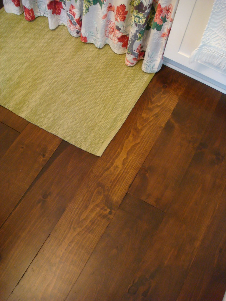 Wide Plank Hardwood: BERRY FLOOR LAMINATE